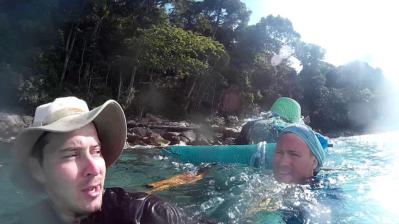 Рыбу туристы искали в местной реке.