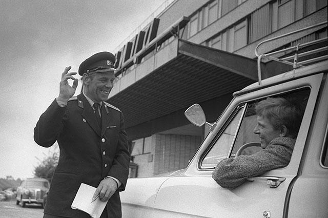 Кадр из фильма «Берегись автомобиля», 1966 г.