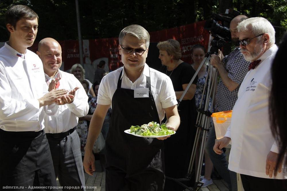 Олег Булеков со своим блюдом.