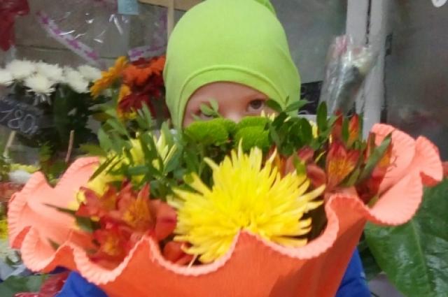 «Школьный» букет обойдётся в среднем от 700 рублей до 1500 тысяч рублей.
