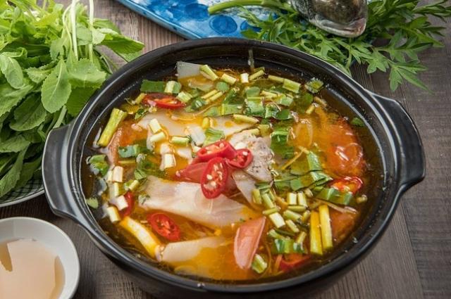 Суп с мясом может стать как первым, так и вторым блюдом на обед.