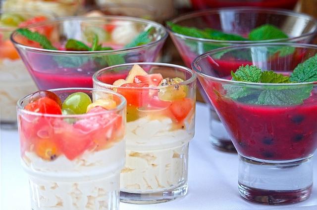 Творожно-ягодный десерт: просто и вкусно!