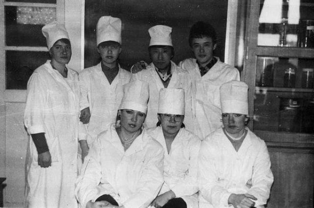 Галина (нижний ряд в центре) во время учёбы в Хабаровском медицинском институте, 2 курс.