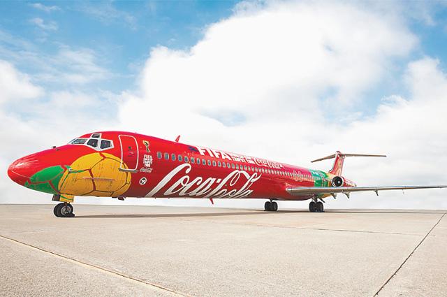 Трофей путешествует на специальном самолёте