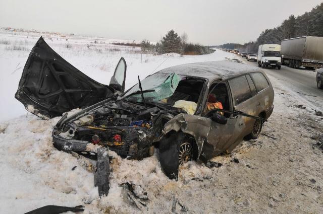 Всех троих пострадавших с травмами доставили в больницу.