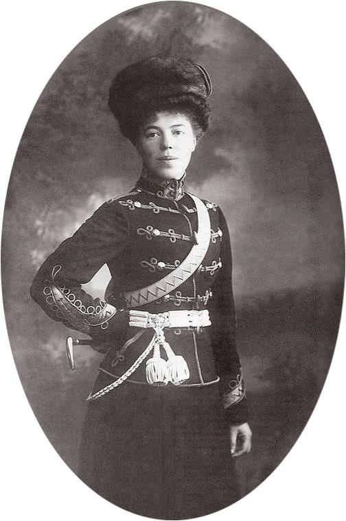 Ольга Александровна Романова в форме гусарского полка.