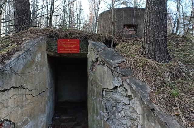 Вход в подземные коммуникации орудийного дворика батареи 130 мм.