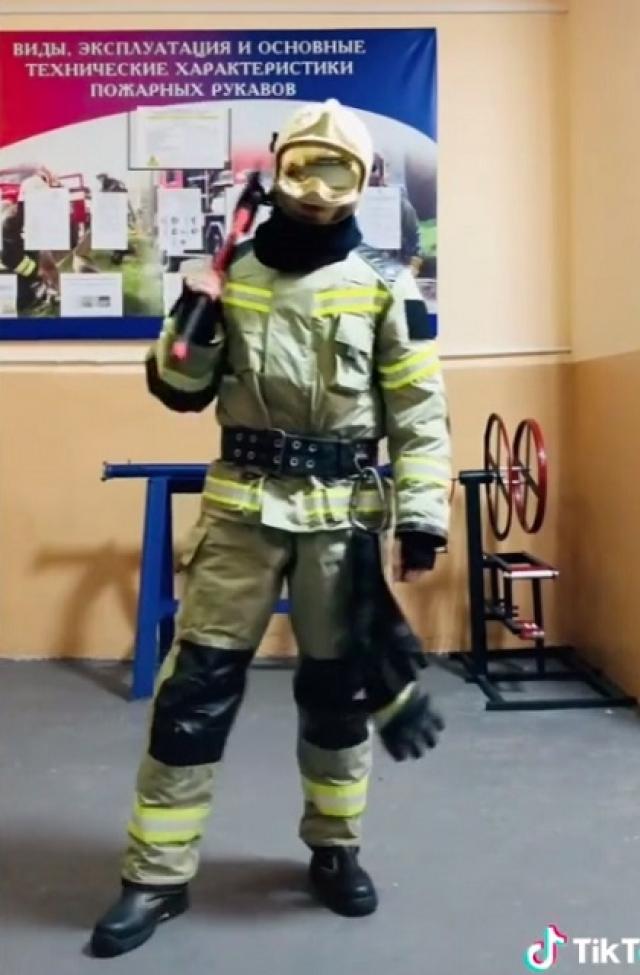 Владислав Гончаров уже 10 лет работает пожарным.