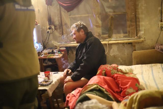 Обитатели барака пропавшего Олега Мельниченко не встречали.