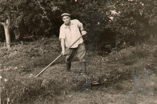 Василий Яковлевич с молодости не боялся никакой работы.