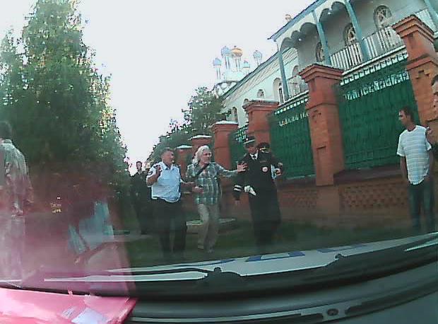 В Саракташе священник задержан за сопротивление полиции.