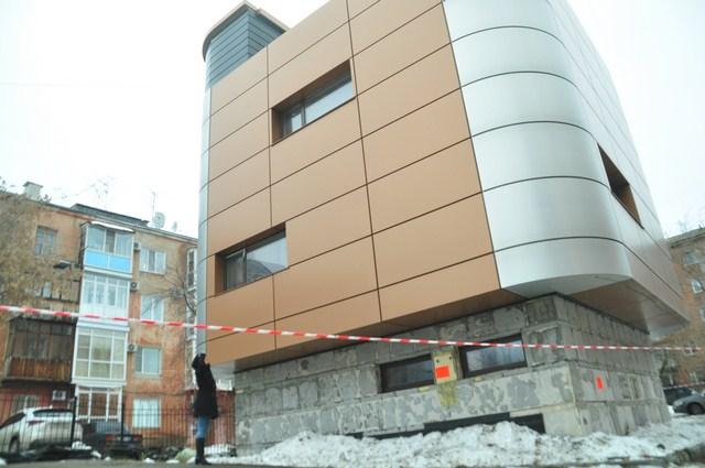Трёхэтажное здание по документам проходило как гараж.