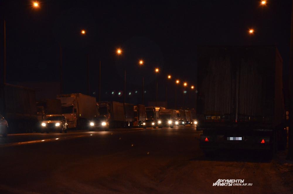 Забастовка дальнобойщиков в Оренбурге 19 ноября 2015 года.