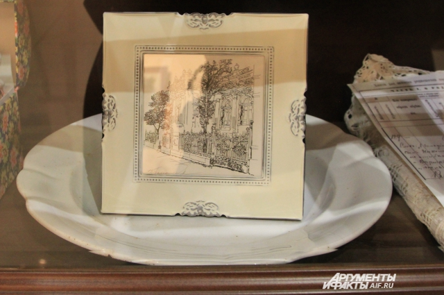Фарфоровая тарелка из семьи Шпильрейн, сохранившаяся до наших дней.