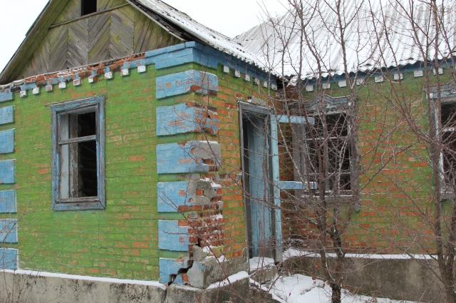 Хозяева покинули домовладение, не сумев его продать.