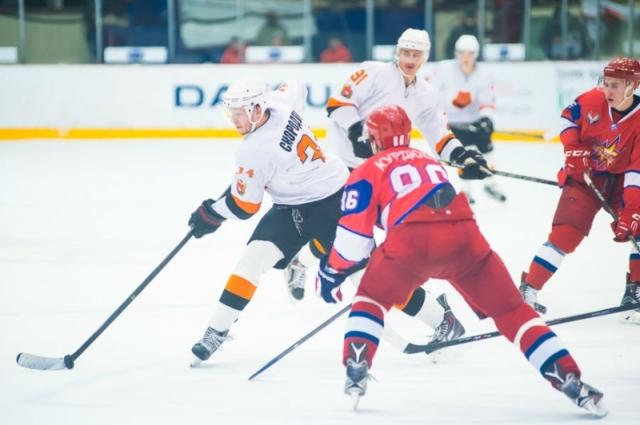 Хоккеисты «Ижстали» готовятся к предстоящему сезону основательно.