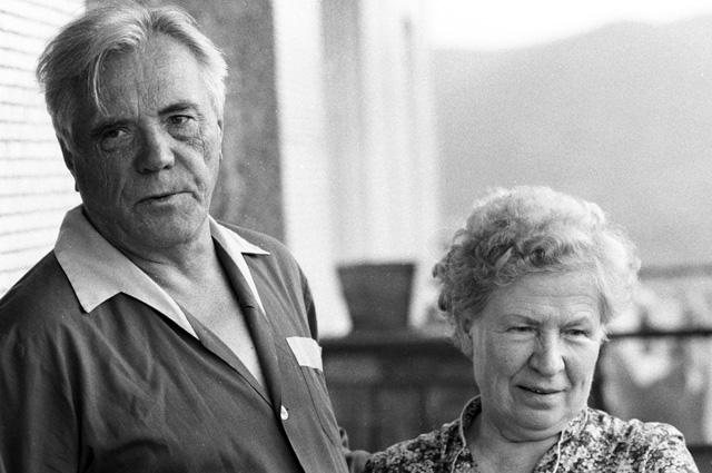 Виктор Астафьев с женой, Марией Семеновной. 1987 год