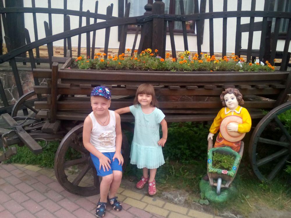 Семья Паначевых полюбила маленькую Юлю, несмотря на девять  страшных диагнозов. Практически все из них врачи сняли, когда  девочка приобрела новую семью.