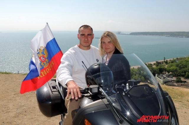 Денис и Лариса Никитины приехали на открытие Крымского моста из Алтайского края.