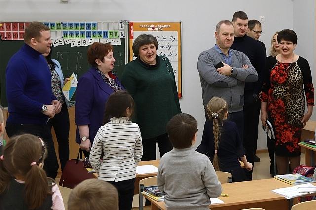 Комитет проверил как проводятся уроки в новой школе в микрорайоне