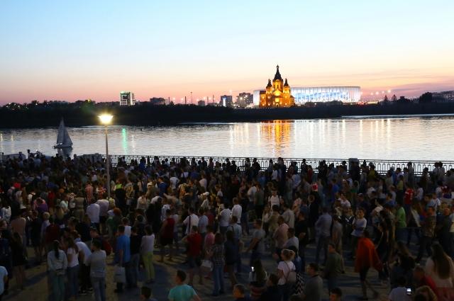 Фан-зона на Нижневолжской набережной.