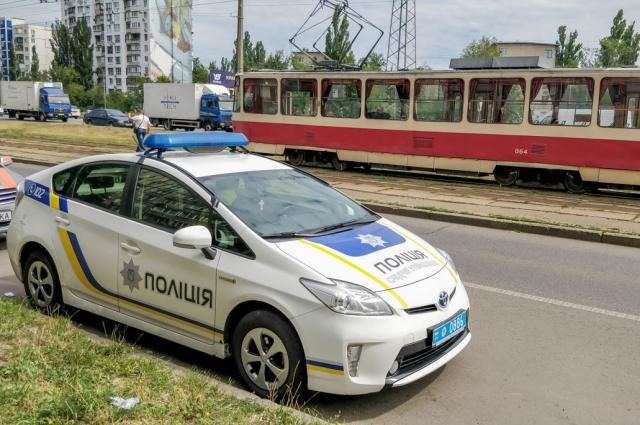 Возле станции метро Черниговская у трамвая отказали тормоза.