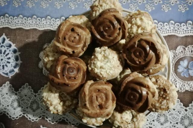 Вот так выглядят кексы, испеченные в разных формочках.