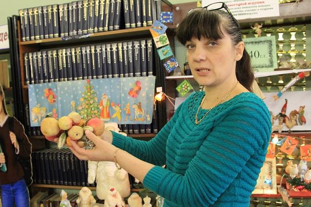 Лариса Семёнова рассказывает историю страны по новогодним украшениям.