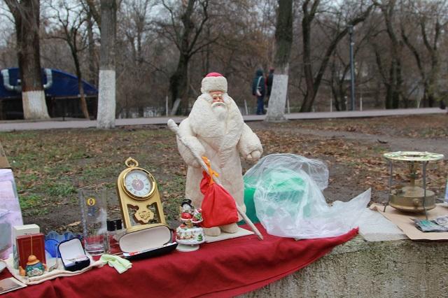 С родительским Дедом Морозом расстаться можно, но за деньги.