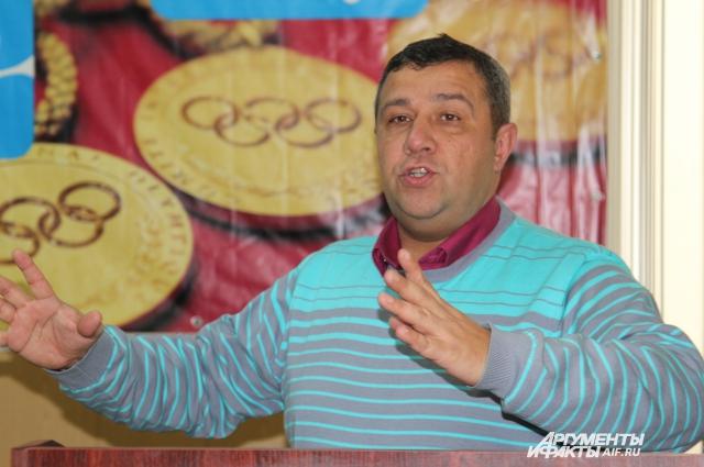 Аркадий Акопян считается одним из лучших организаторов в стране по проведению «Мини-футбол — в школу» РФС.