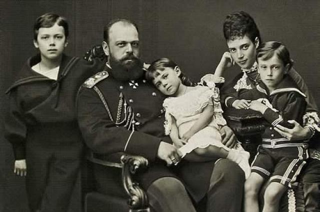 Александр III с семьей.