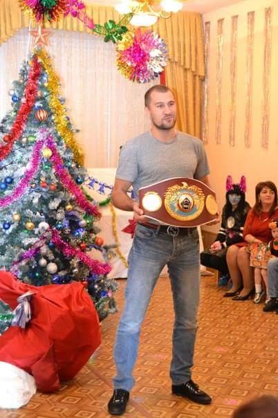 Чемпионский пояс звезды мирового бокса первыми увидели дети из челябинского детдома.