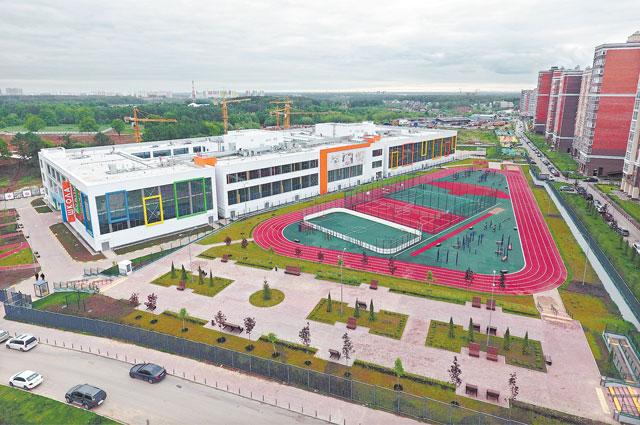 Школа № 2070 в Коммунарке, которую недавно открыл мэр Собянин, станет самой большой в Москве - она рассчитана на 1775 учащихся.
