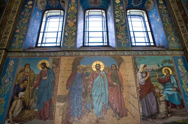 Колеекция мозаик в храме - одна из крупнейших в Европе.