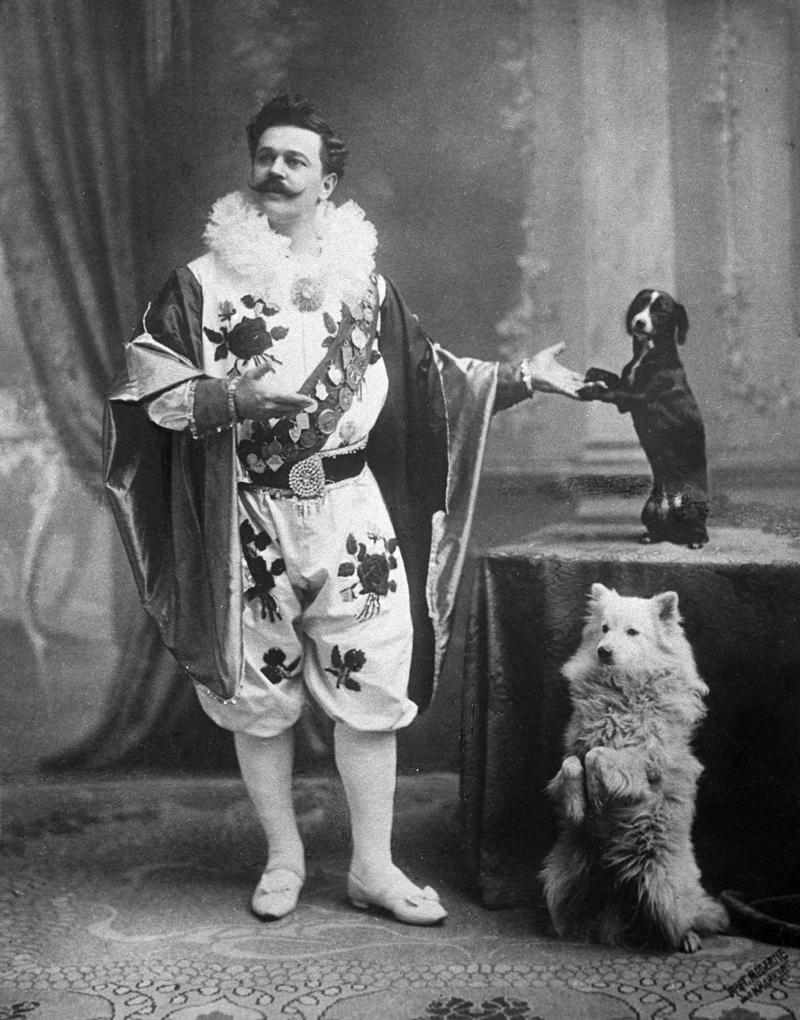 Владимир Леонидович Дуров со своими дрессированными собачками. 1905 г.