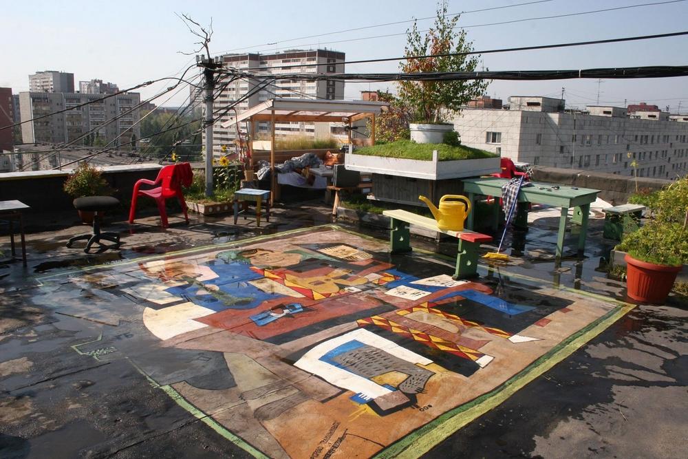 Сад на крыше часто был местом встречи людей искусства.