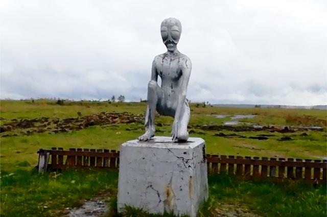 Памятник инопланетянину в Молёбке.