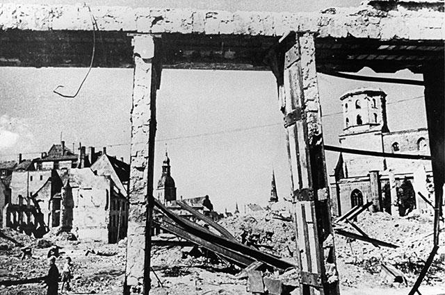Рига после отступления немецко-фашистских войск, 1944 г.