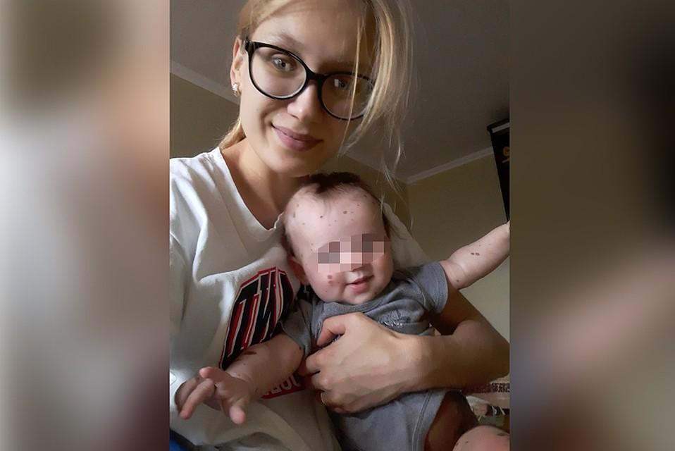 Мария Хвостанцева вылетела с ребенком в Санкт-Петербург. Здесь их примут в педиатрическом университете.
