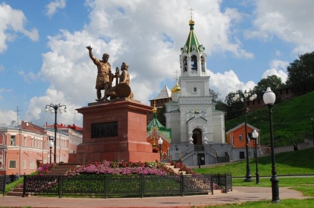 В 2005 году композиция появилась в Нижнем Новгороде.