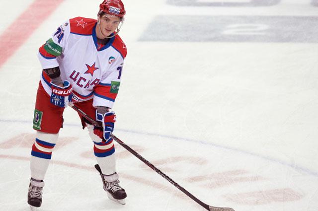 Игрок ЦСКА Николай Прохоркин в матче регулярного сезона Континентальной хоккейной лиги