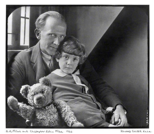 Алан Милн, Кристофер Робин и Винни-Пух. 1928 год. Фотография из Британской национальной портретной галереи