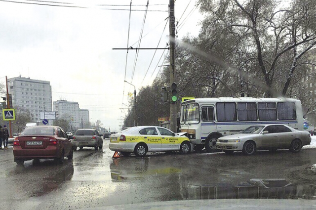 Пассажирские автобусы регулярно попадают в ДТП.