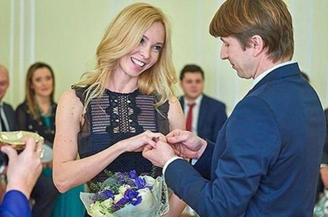 Олимпийские чемпионы официально поженились в Красноярске.