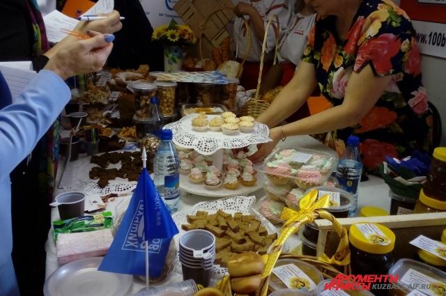 Членам комиссии пришлись по душе пирожные от ИП Кольченко Н. И.
