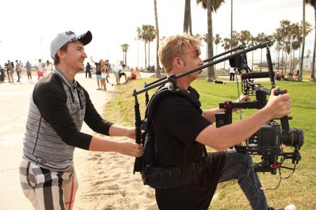 Клип молодой певице команда Майкла Авенсона сняла в один кадр.