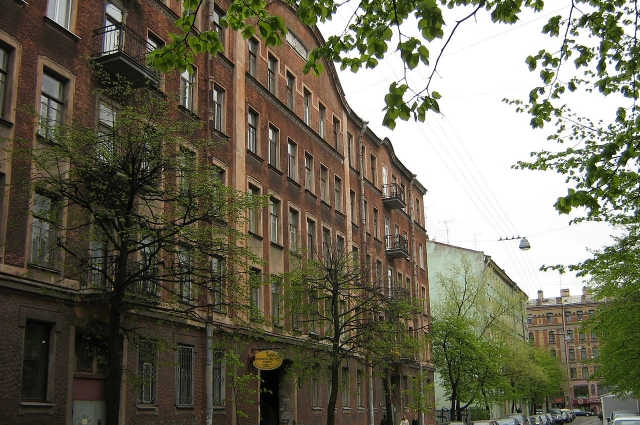 Вместе с молодой женой Блок переехал на Лахтинскую улицу.