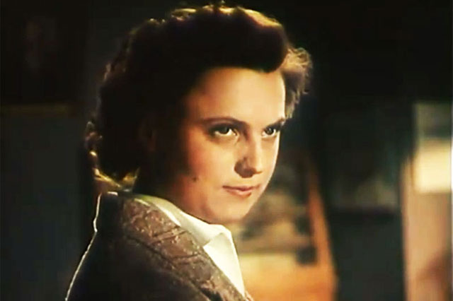 Инна Кмит. Кадр из фильма «Она Вас любит» (1956)