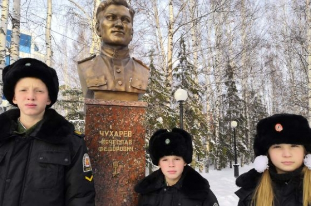 Бюст в Парке Победы в Ханты-Мансийске