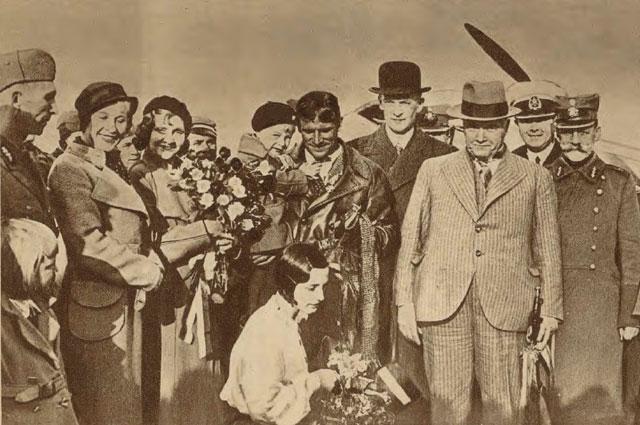 Герберта Цукурса приветствуют в Риге 25 мая 1934 года.